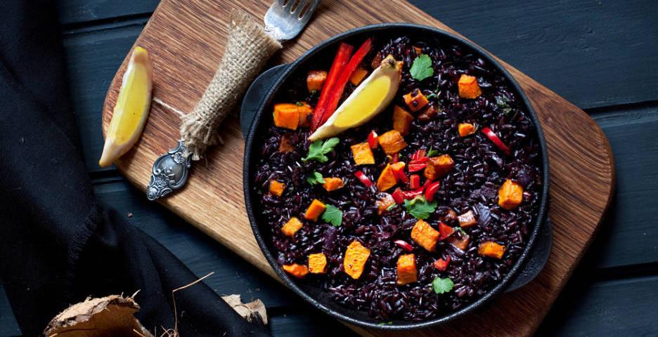 Receta arroz negro con calameras y alcachofas