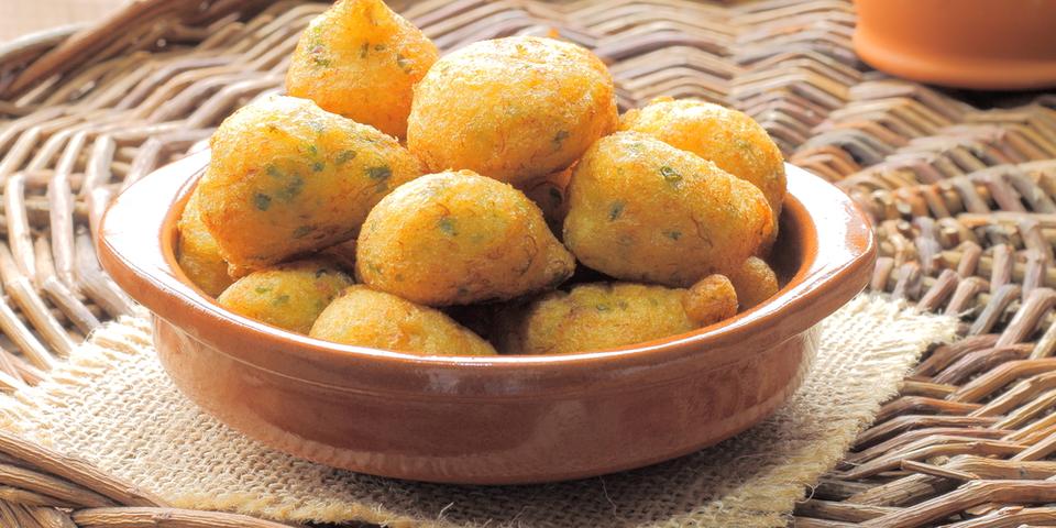 Buñuelos de patata y atún